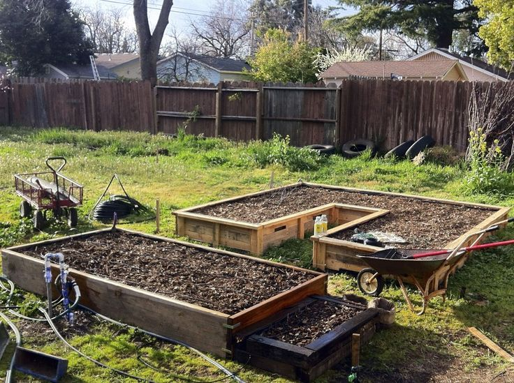 raised beds from pallets | DIY raised bed from pallets ...