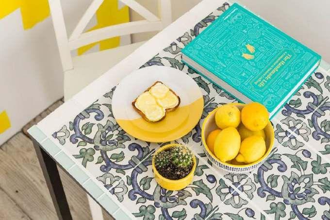Sobraram azulejos da última reforma? Saiba como integrá-los ao décor de sua casa, seja como uma bela mesa ou um terrário para acomodar suas plantinhas
