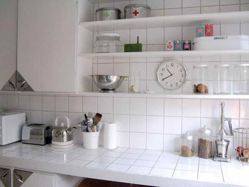 White Ceramic Tile Kitchen Countertops Brick Pinned By Www Modlar Com Tile Countertops Kitchen Tile Countertops Tile Countertops Diy