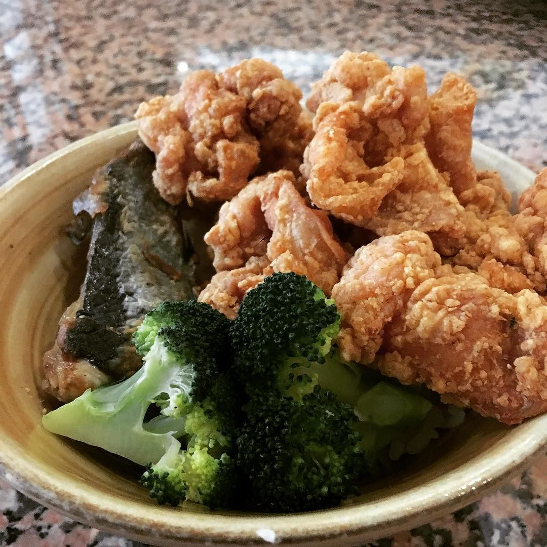 I Call It Asian Surf And Turf Don Spicy Seasoned Chicken With Tuna Tail And Broccoli Stafflunch Yycfood Yycfoodie Yycfoodies Wes Chicken Seasoning Surf Turf Chicken