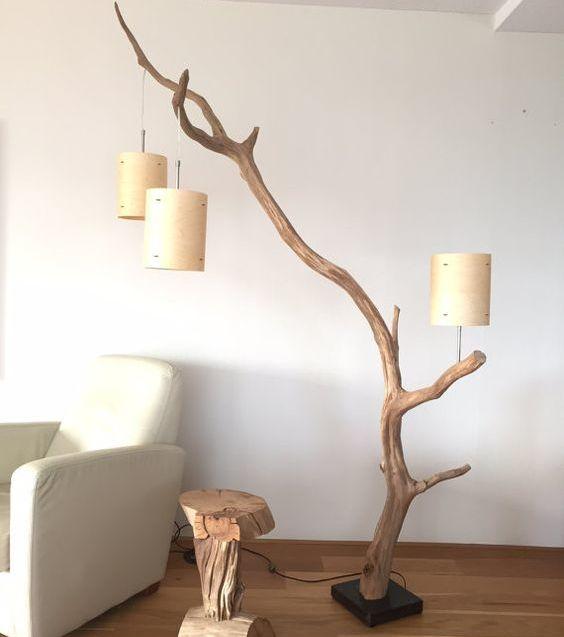 Comment ajouter des branches de bois sa d coration d co salon lampadaire bois d co bois - Chaise bois flotte ...