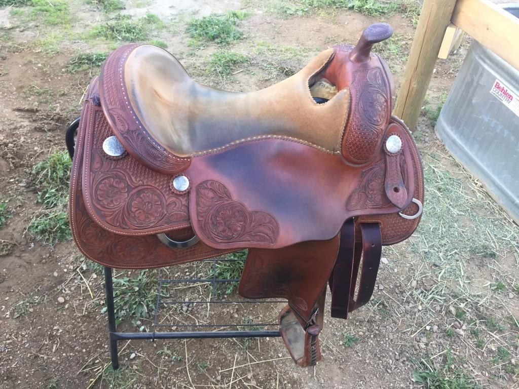 DUANE LATIMER REINING SADDLE FOR SALE IN ALBERTA: Bobs