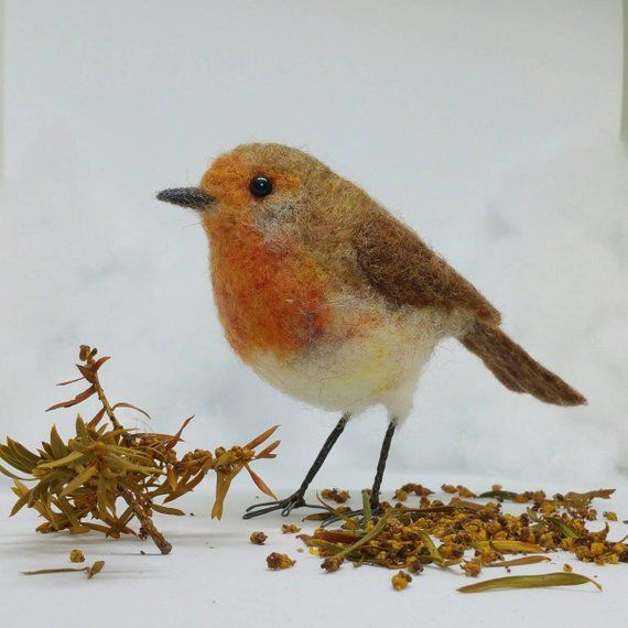 Needle felted robin, little robin redbreast, wool sculpture, garden bird, bird ornament, robin decoration, life size, Gift for her #feltedwoolanimals