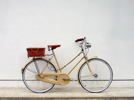 Normally I Like To See Old Bikes Restored To Their Original Condition But This Is A Great Example Of What Imaginati Bike Restoration Vintage Bicycles Bicycle