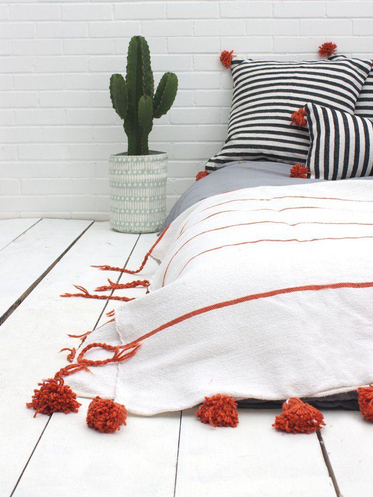 Berber blanket Moroccan Pom Pom Blanket Throw Bedding White /& Pink Cotton Comforter Bohemian Pom Pom blanket Handwoven on a Wooden Loom