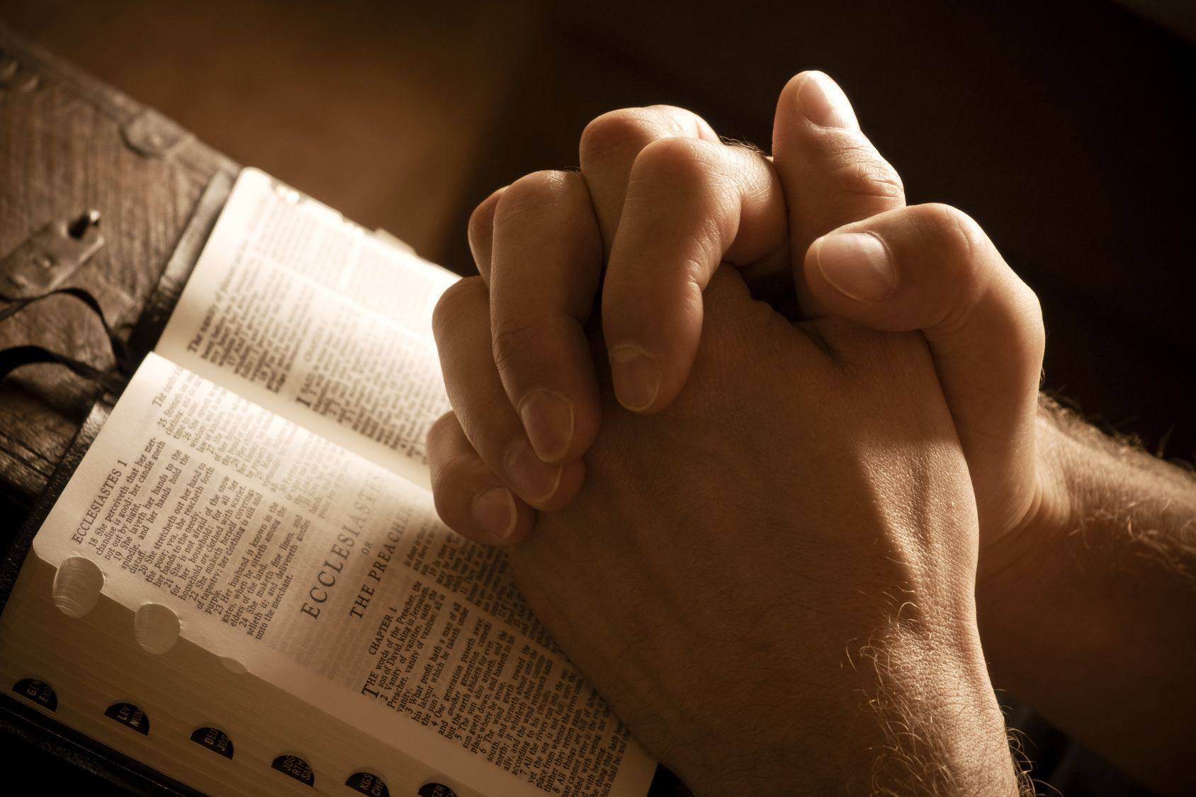 Pictures Of Bibles And Praying Hands