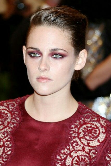 Red eyeshadow! Done right.