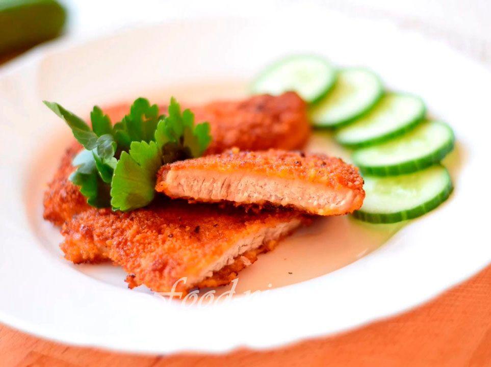 Свинина в кляре на сковороде в панировочных сухарях - это не реально вкусные отбивные. Попробуйте приготовить отбивные из свинины в кляре по нашему рецепту. Это вкусно и аппетитно!