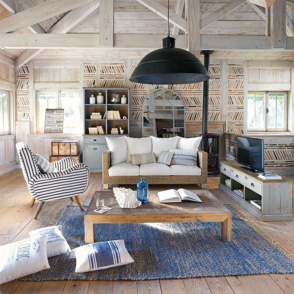 Beach house interiors: 15 ways to get the coastal look #strandhuis Beach house interiors say summer... and you don't need to live anywhere near the sea to recreate those laid back, coastal vibes... #strandhuis