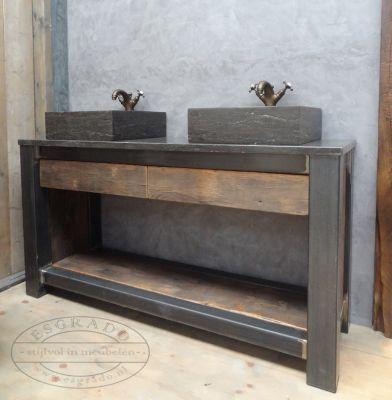 badkamermeubel met twee hardstenen wasbakken eikenhout