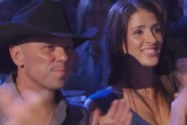 Kenny Chesney Spotted With Mystery Lady Friend In Hawaii Kenny Chesney Kenny Chesney Quotes Kenney Chesney