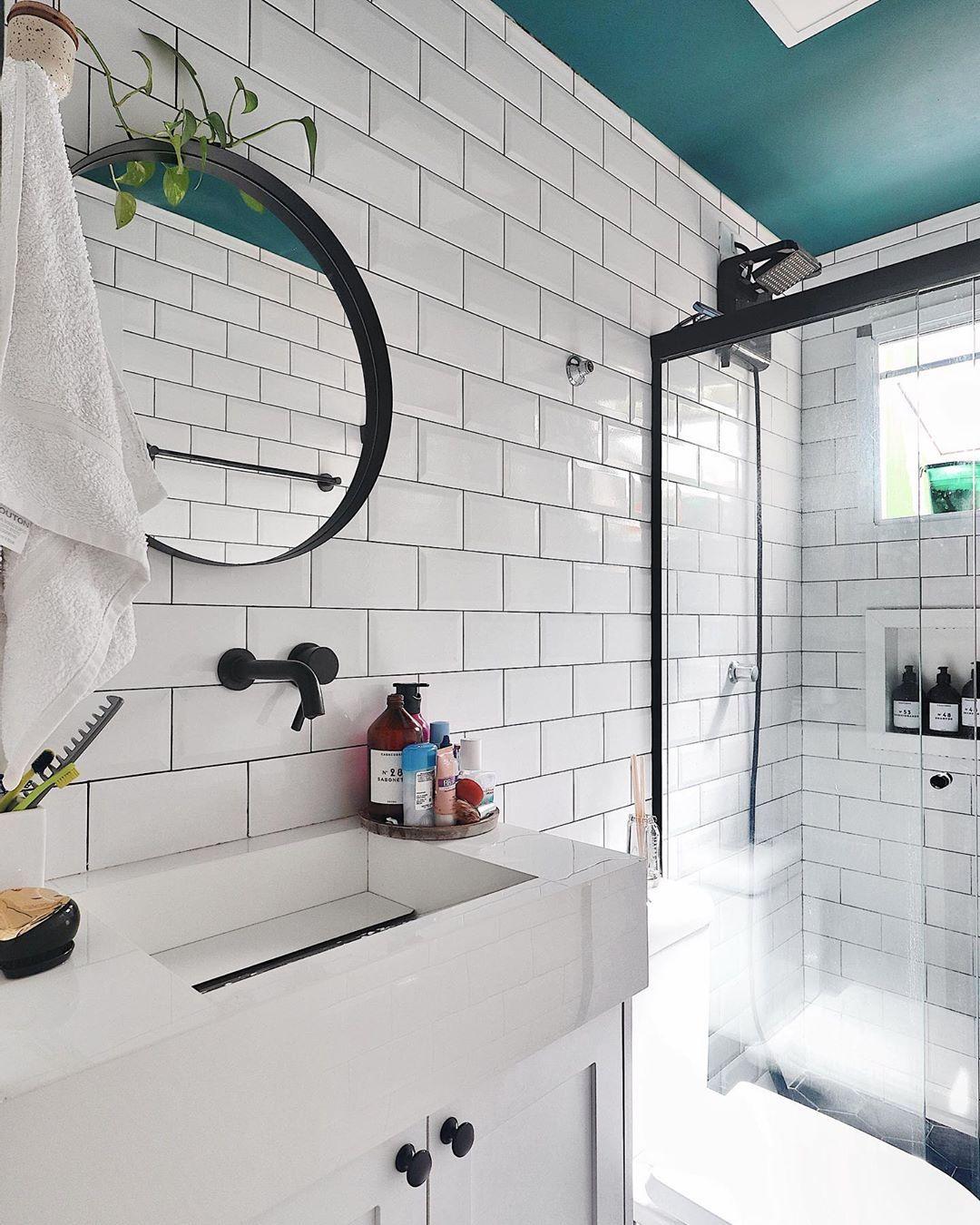 1 521 Curtidas 39 Comentarios Casa Cobre Casacobre No Instagram Ele Quase Nao Aparece Por A Em 2020 Tetos Azuis Espelho Redondo Como Decorar Banheiro Pequeno
