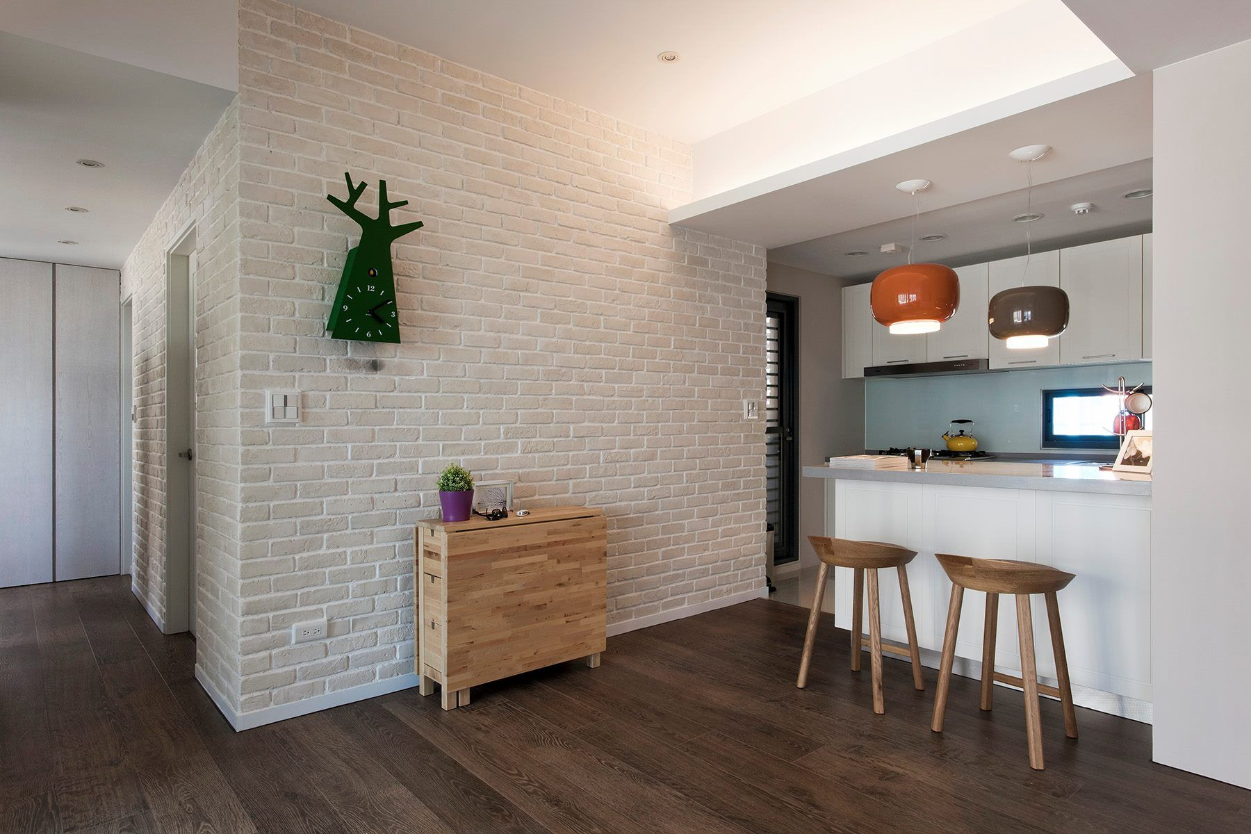 Best Warm Brown Flooring Cool White Walls A Very Stylish 400 x 300