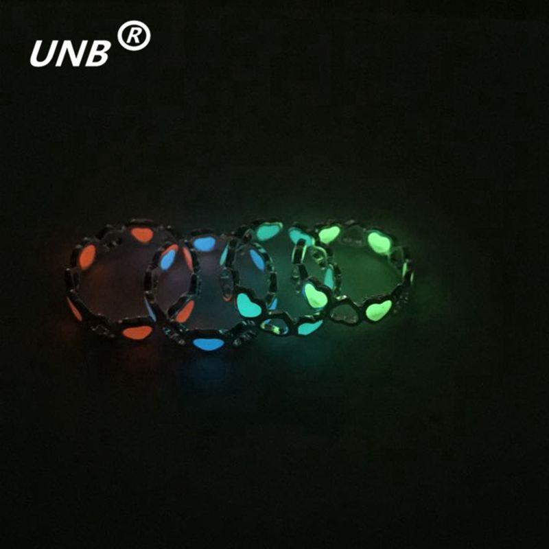 4 Kleuren Nieuwe Gratis Grootte Gloeiende Lichtgevende Brief Hart Ringen Zilveren de een Ringen Voor Vrouwen Gift anillos bague femme Film Sieraden