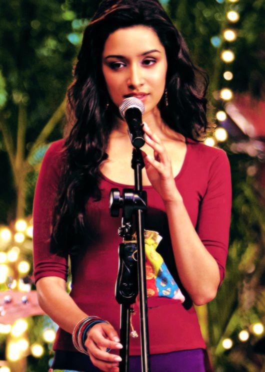 Aashiqui 2 red dress teen