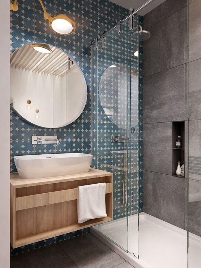 Como decorar un ba grande redondo azulejos - Como decorar un espejo de bano ...