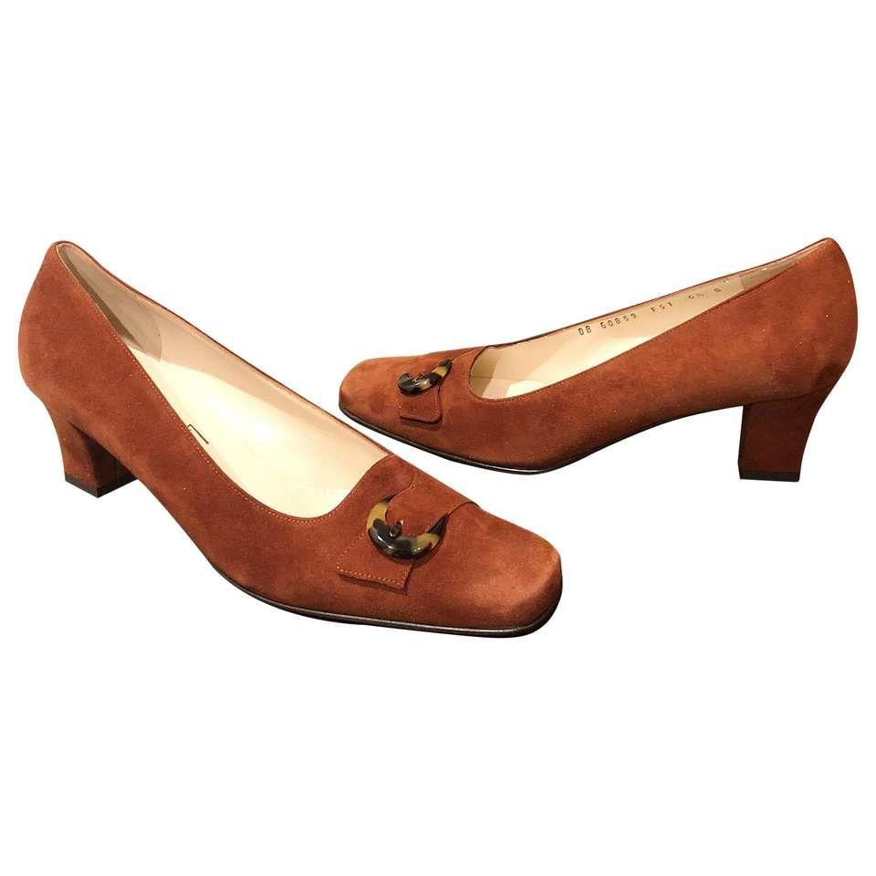 90742129748a0 Salvatore Ferragamo Low Heels - 1990S .5 Light Suede Vintage Suede ...
