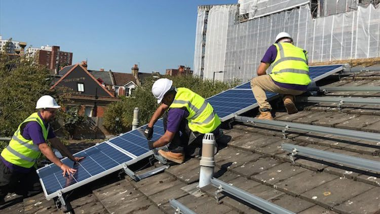 Free Solar Panels To Be Installed On 800k Low Income Uk Households Solar Panels Best Solar Panels Solar