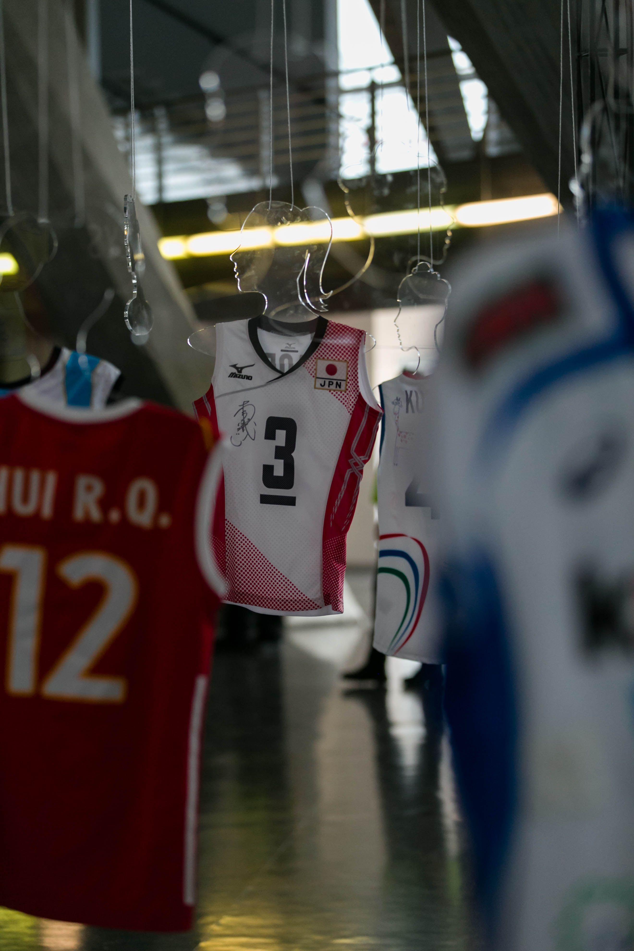 La Nazionale giapponese con la sua maglietta ufficiale.