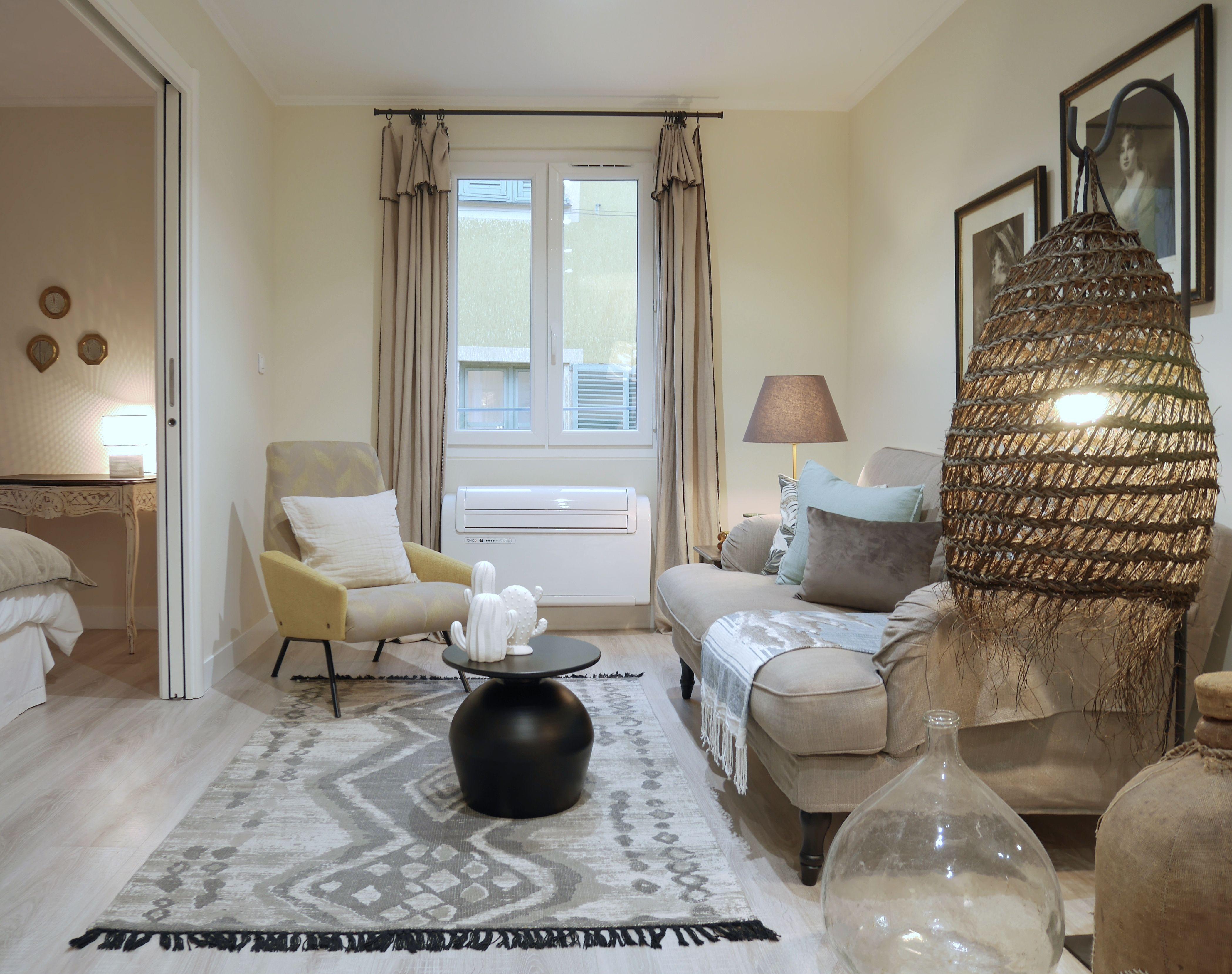 Decoration Appartement Destine A La Location Saisonniere Dans Le Vieux Nice Esprit French Touch Mix Pieces Chinees Et Meubles De La Furniture Home Decor Decor