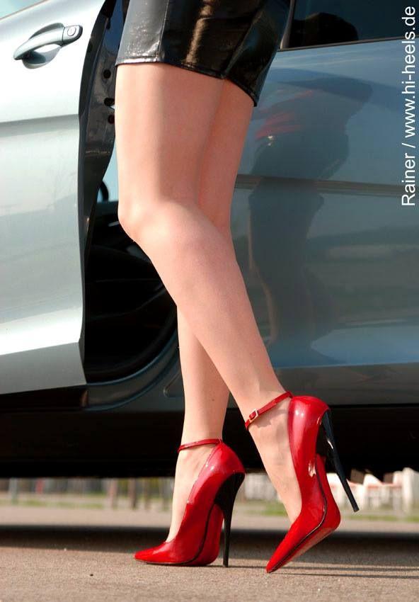 7149c5e37557 Fuss-Schuhe  amp  Hi-Heels - Lackleder  amp  red sole http