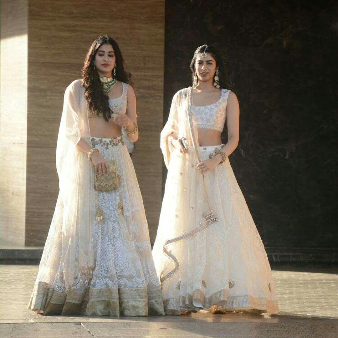 Jhanvi Kapoor And Khushi Kapoor At Sonam Kapoor Sangeet Ceremony Lehenga Indian Wedding Outfits Bollywood Outfits Wedding Outfit