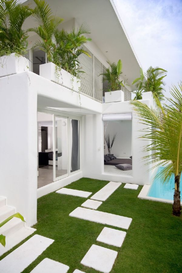 Fresh Garden Design with Swimming Pool at Modern Lovelli Residence ...