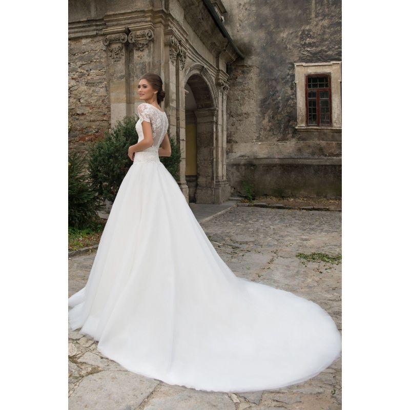 Dlhé luxusné svadobné šaty s krátkymi rukávmi kvetovými nášivkami a vlečkou b0c00964933