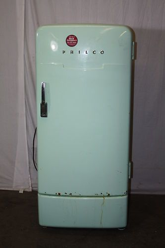 Philco Refrigerator, still have one in running condition. Vintage Fridge, Vintage Refrigerator, Vintage Kitchen, Vintage Country, Retro Vintage, Vintage Green, 50s Style Kitchens, Refrigerator Cooler, American Fridge