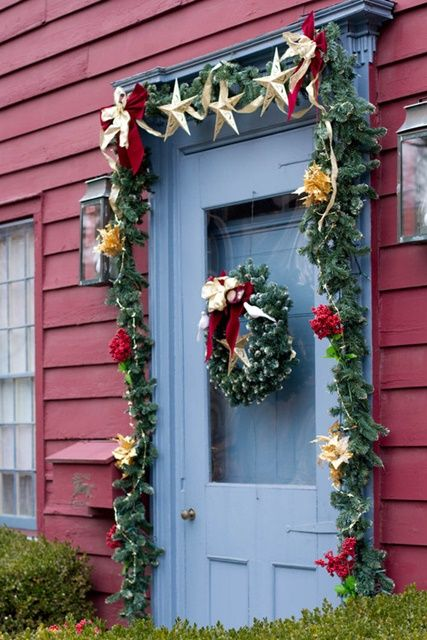 Decorating the Christmas Porch: 19 Ideas | Red houses, Houzz and Doors