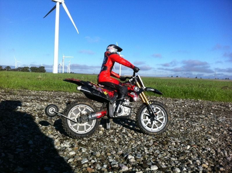 Deegan Rc Dirtbike With Alloy Grey Color Modifications And Wheelie