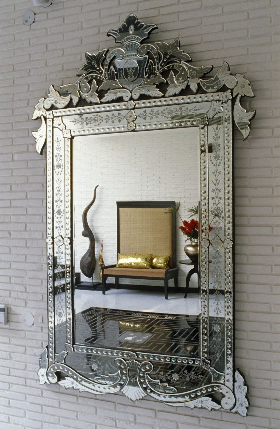 The Kerchum Residence Is A Perfect Mix Of Modern: In The Right House, With The Right Mix Of Decor. I Like These Venetian Mirrors. (With Images