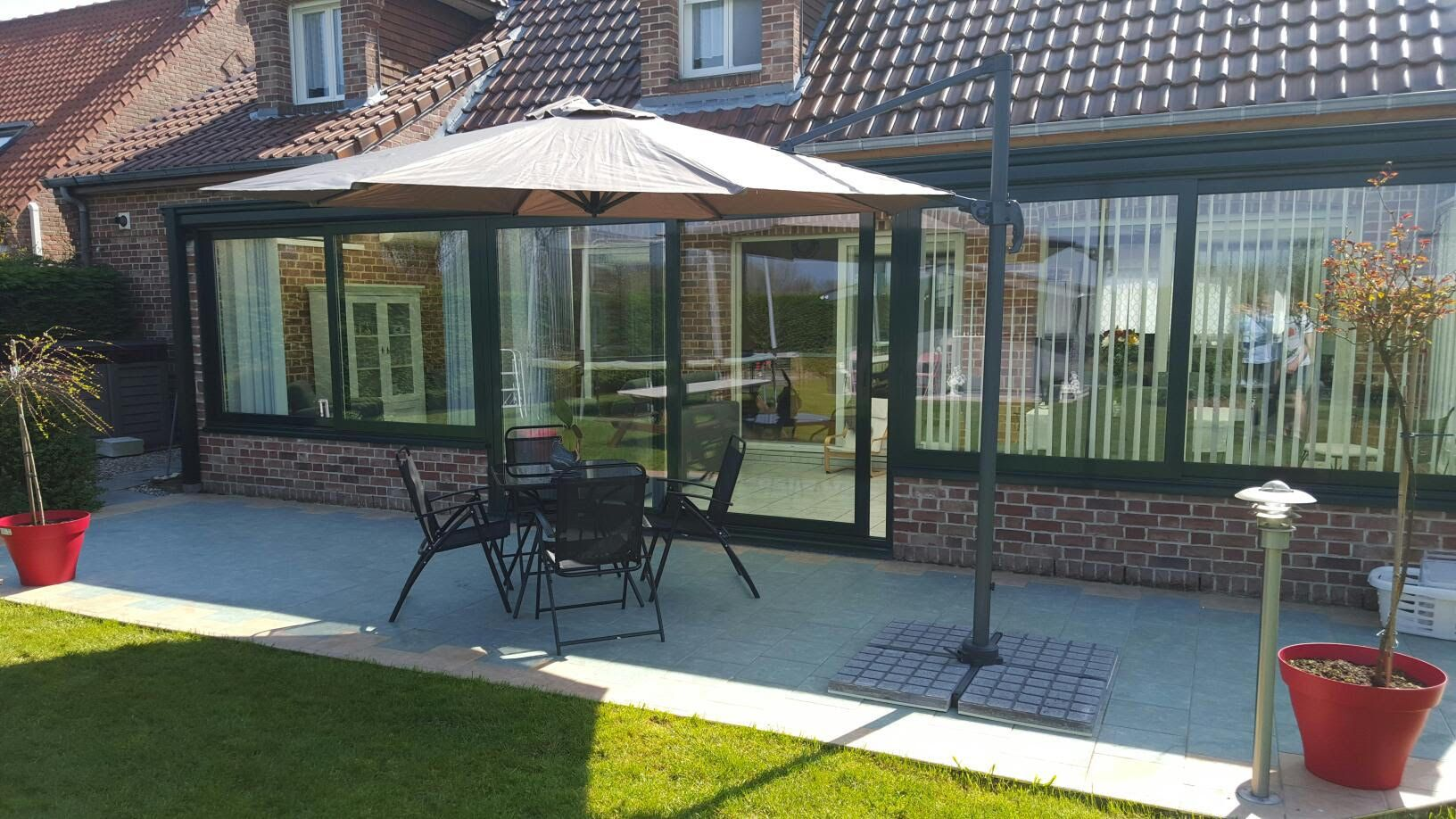 parasol terrasse best ronda parasol excentr with parasol terrasse amazing store de terrasse. Black Bedroom Furniture Sets. Home Design Ideas