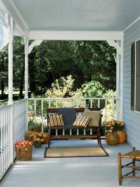 22 Beautiful Porch Decorating Ideas for Stylish and Comfortable Outdoor Living in Summer #falldecorideasfortheporchoutdoorspaces