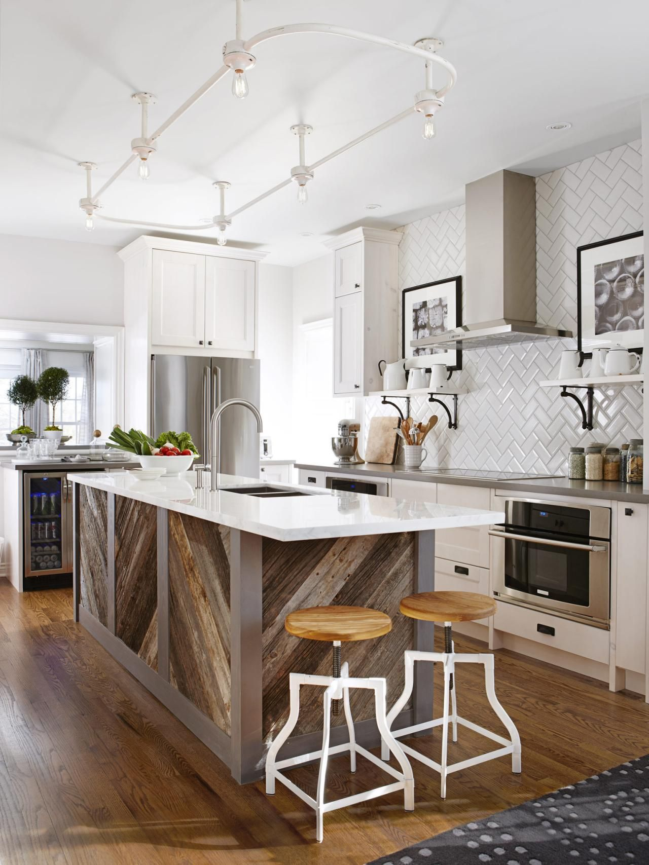Interesting use of texture under the counter. Coo top is