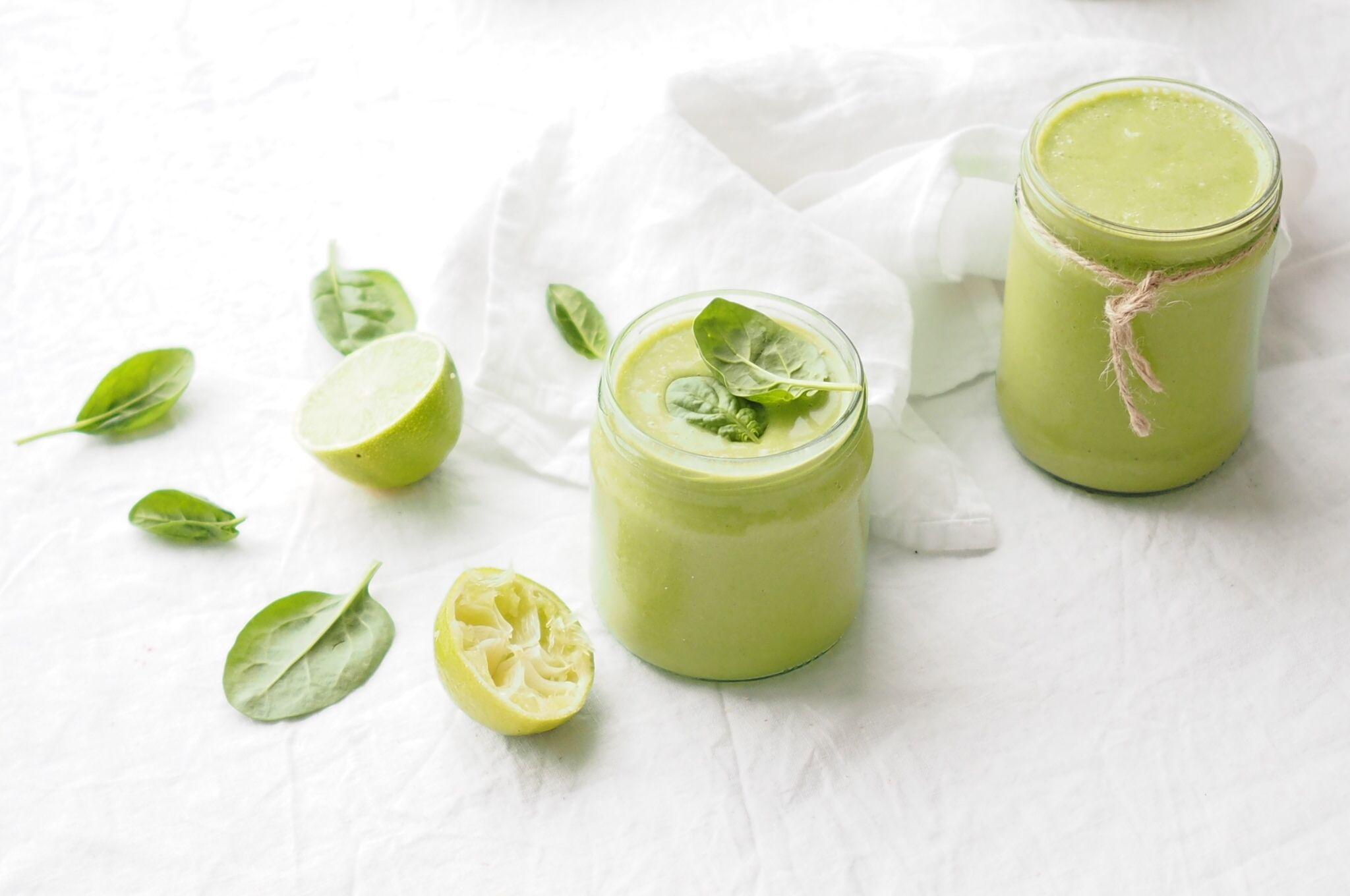 Lime mint smoothir is so refreshing!  http://blogit.kauneusjaterveys.fi/rakkaudellakarita/viilentava-ja-kaunistava-smoothie/