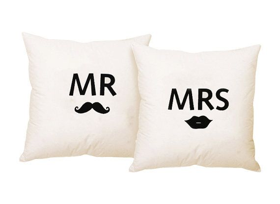 Cuscini Mr Mrs.Mr And Mrs Moustache And Lips Throw Pillow Di Zanaproducts 54 00