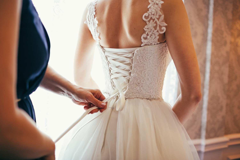 Brautkleid schnüren oder knöpfen? - 20 Verschlüsse, die ihr kennen