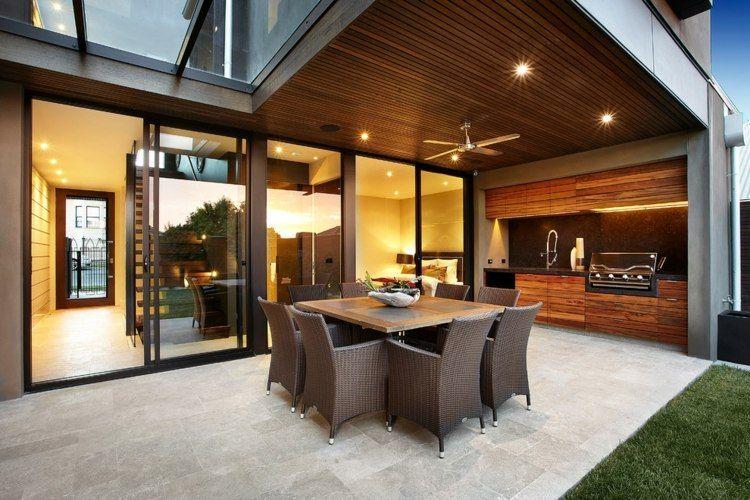 Kalkstein Terrassenfliesen, Rattan Essmöbel und Outdoor Küche - interieur in weis und marmor blockhaus bilder