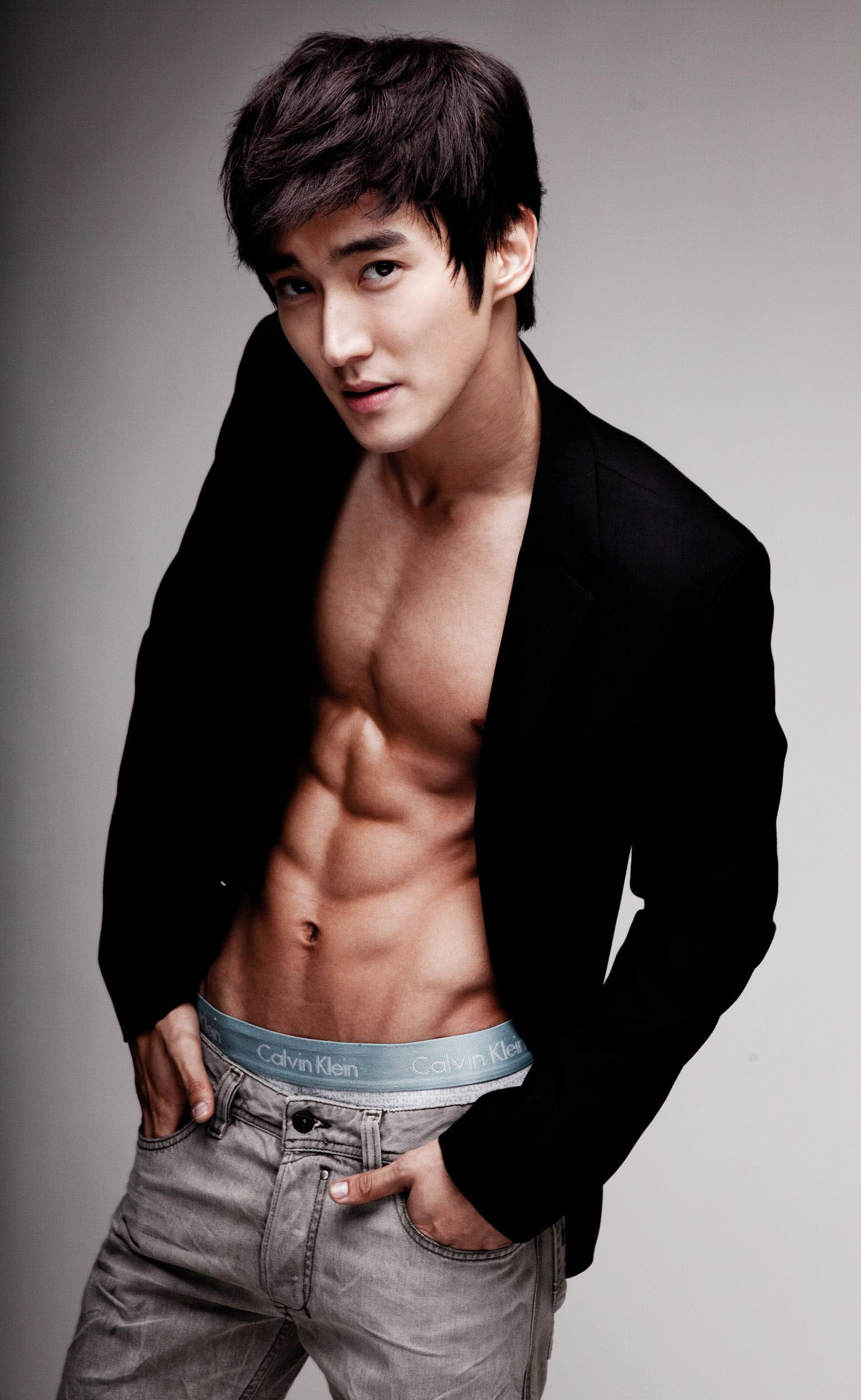 10 Male Idols Who Can Rock The No Shirt Look Allkpop Com Super Junior Siwon Choi Siwon