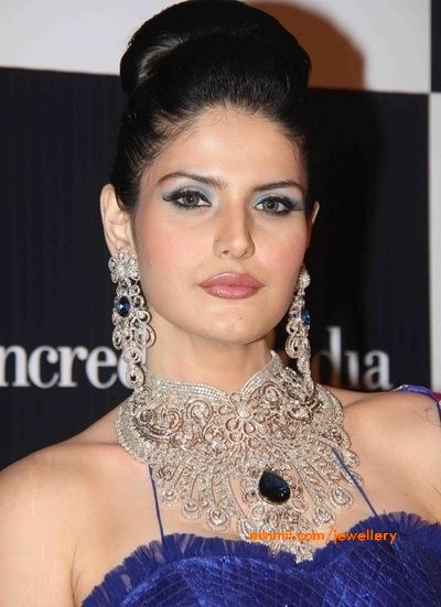 zarine-khan-diamond-necklace