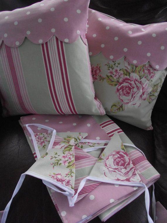 Copertura del cuscino fatto a mano in Flora di BreifneCottage