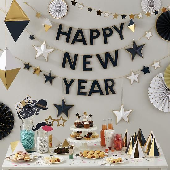 Party Hats On New Years Eve Table | New Yearu0027s Eve Decoratuons | Pinterest  | Garlands, Nye And Decoration