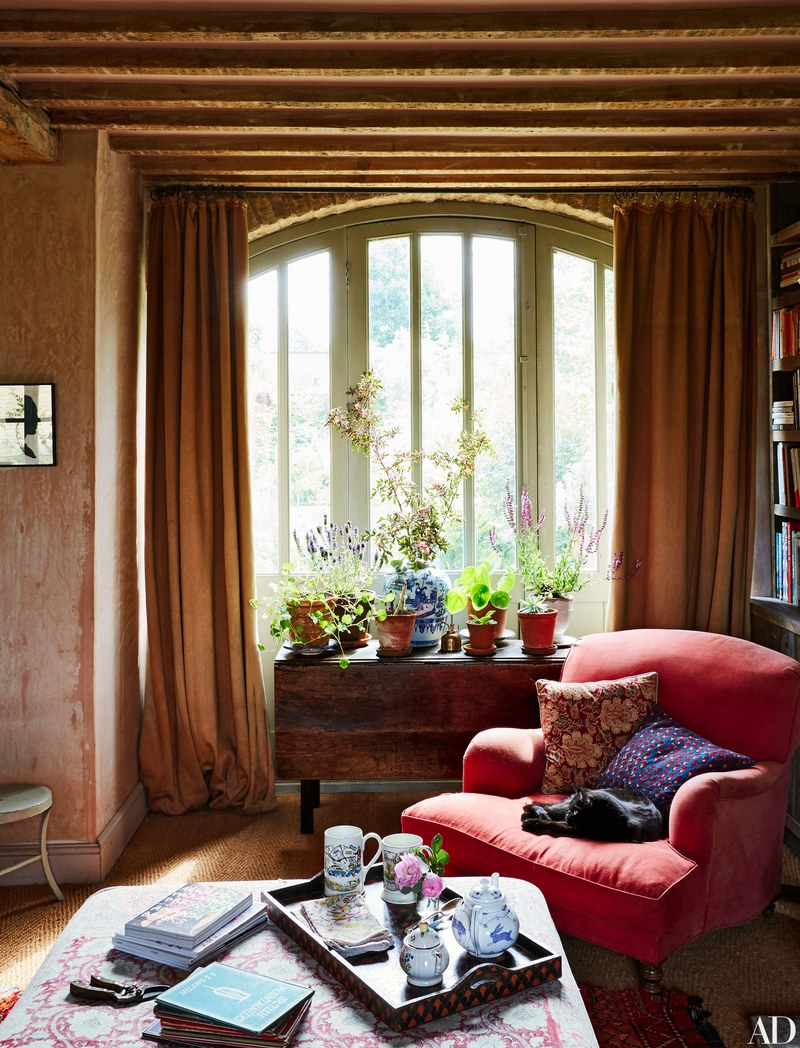 Amanda Brooks Invites Us Inside Her Dreamy English Country Home #countryhousedecor