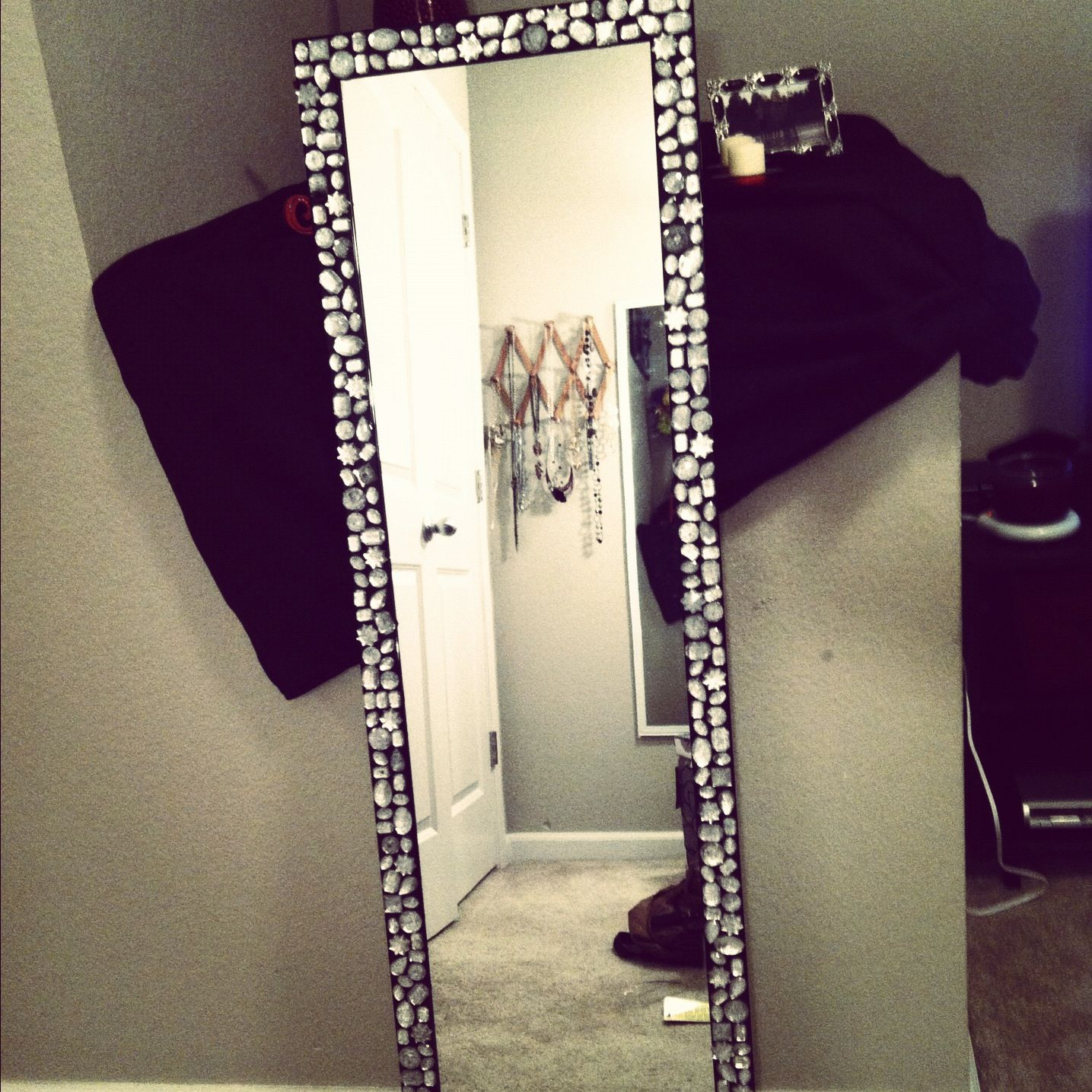 Bling Mirror My Sister And I Made For Her Dorm Room Bling Apartment Living Diy Home Decor
