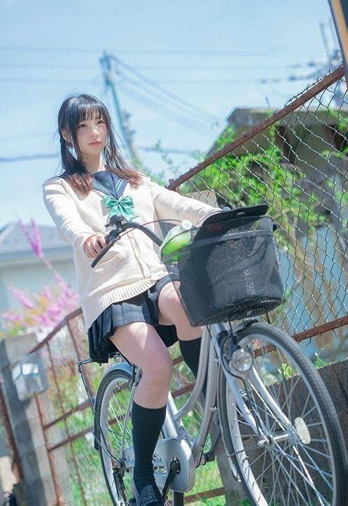 S級美少女のJK高校生がHでもっこりな街撮り画像