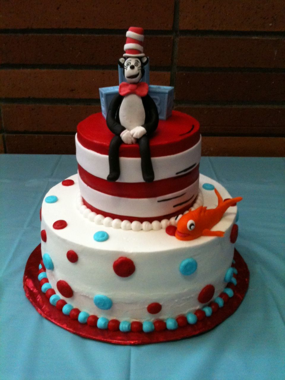 Cat In The Hat Baby Shower Cake With Images Seuss Baby Shower