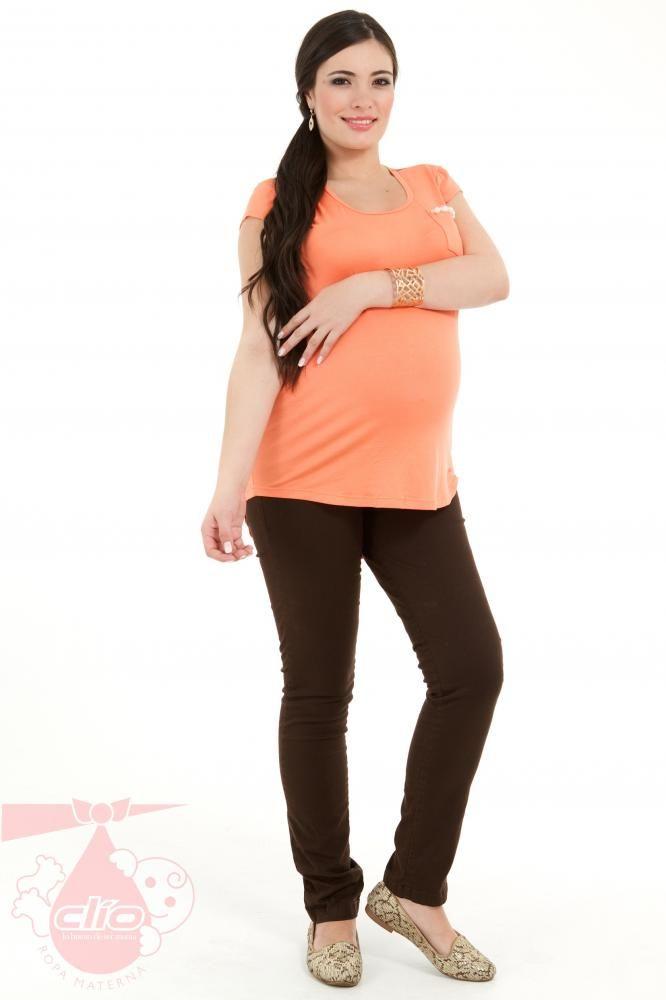 918c9499b Los pantalones para las embarazadas pueden ser cómodos y modernos a la vez.  Este pantalón en dril marca Clío Ropa Materna es una combinación entre moda  y ...