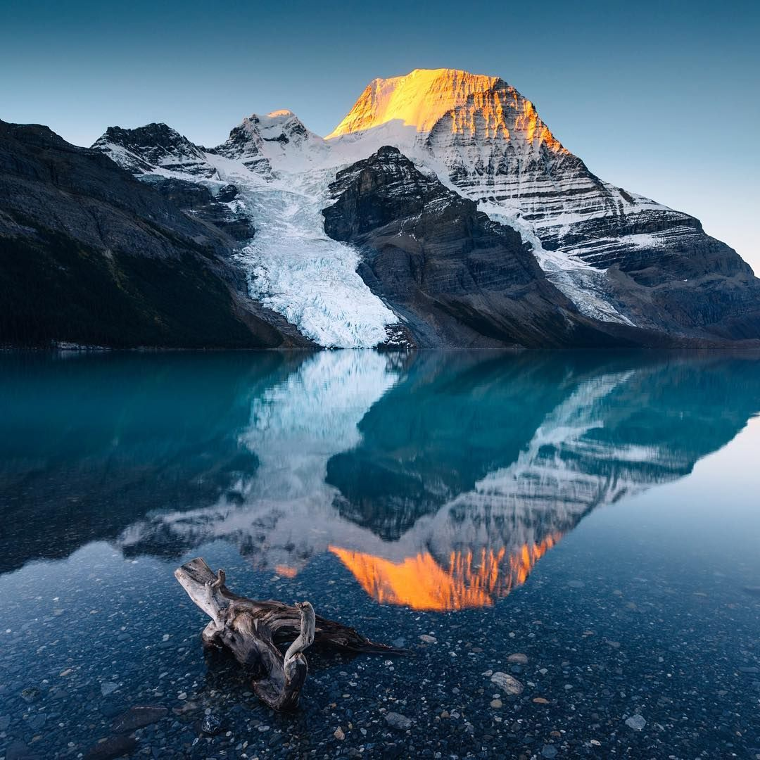 Berg Lake in Mount Robson Provincial Park. Photo stevint