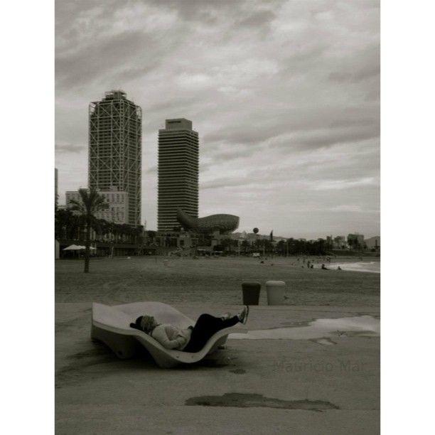 Three missing fish.   #mauriciomar #photography  #barca #barcelona #cataluña #frankgehry #missingfish #sculpture #catalonia #spain #españa #fotografía #fotografobogotano #bench #girl #woman #beach #art #travel #cool #beautiful #awesome #resting #sleeping #mujer #mulher #arte #escultura